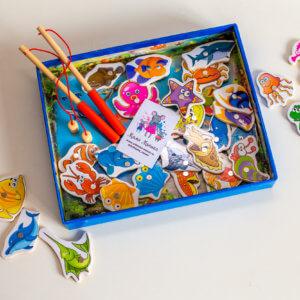 Обложка 6 животных в виде пазлов из 3-6 частей. Толщина пазла 3 мм. Удобная металлическая коробочка для хранения.